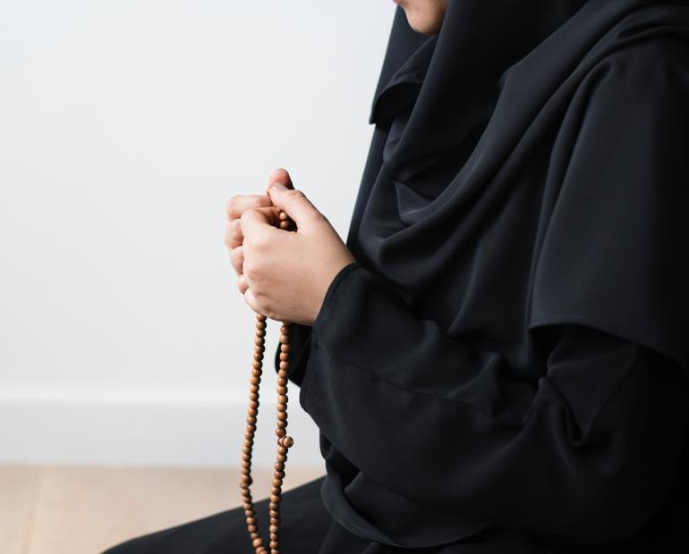Praying muslim woman