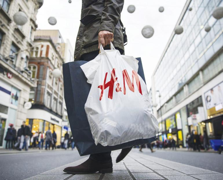 A man carrying an H&M bag