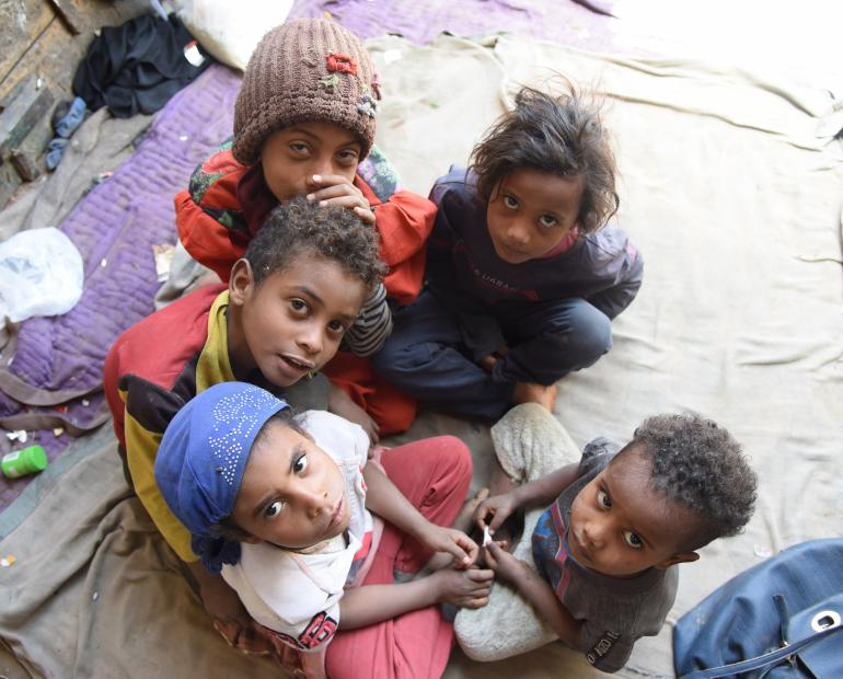 A photo of Noora, Abdullah, Faraj, Hind and Remas, all are Ali Mohammed's children gathered together under the house they have fled to after beingg displaced from their house and land due to the war and conflict in Yemen.