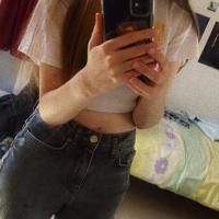 louise mirror selfie